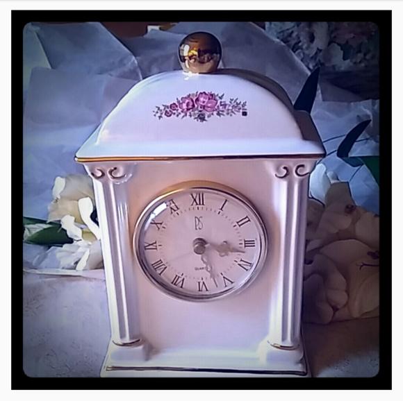 Paul Sebastian Other - Vintage Floral Porcelain Mantel/Desk Clock